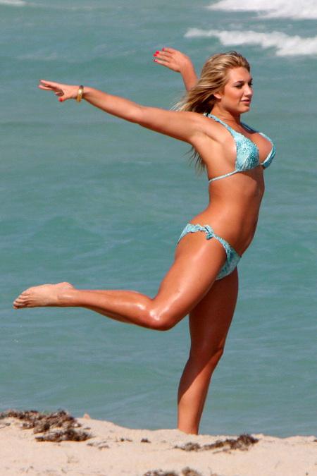 Brook Hogan flying hot bikini pics   CelebrityPomp Adrien Brody